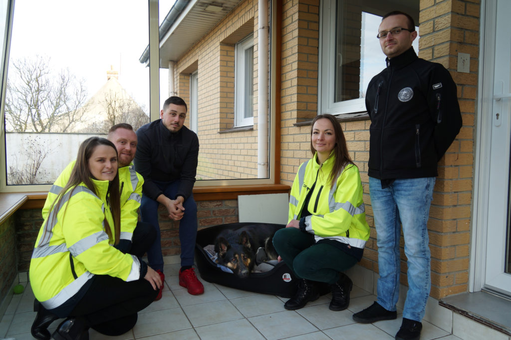 Cesar the dog with DFDS staff